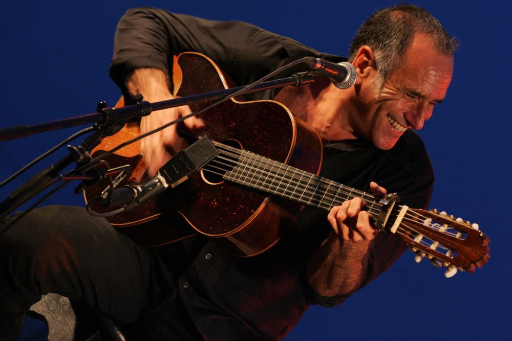 Charismatic Israeli guitarist David Broza has worked throughout his career to bring Israelis and Palestinians together. In addition to a Monday concert at the Lobero Theatre, he'll be talking about his collaborative efforts at the 10th annual Teach-In on Israel on Sunday at Santa Barbara Hillel.