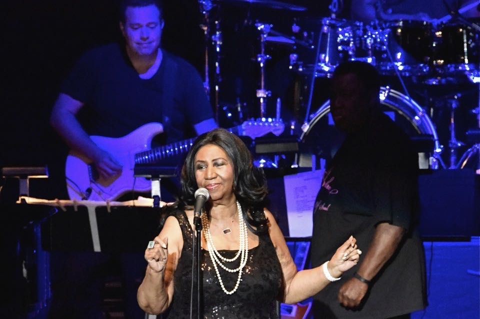 With a voice as strong as every, Aretha Franklin looked glamorous in a sparkly black dress and white pearl necklace during her Santa Barbara Bowl performance.