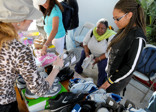 <p>Project Healthy Neighbors volunteers help the homeless find shoes that fit during Monday&#8217;s event at Casa Esperanza. It will continue from 7:30 a.m. to 11 a.m. Tuesday and Wednesday at the shelter.</p>