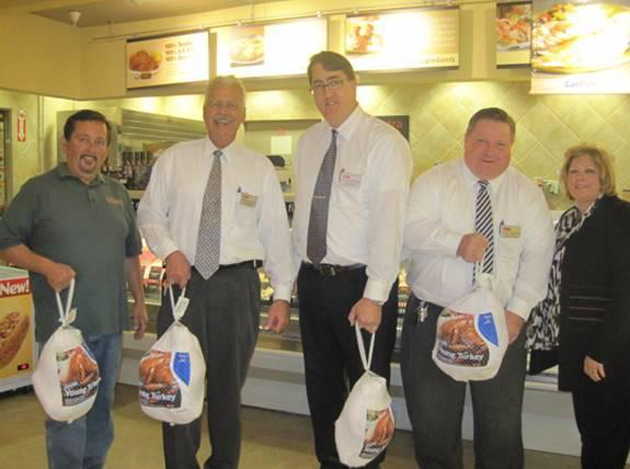 <p>Paul Ramirez, left, and Tracy Beard, right, of the Foodbank of Santa Barbara County accept donated turkeys from Vons representatives Kirk Murdock, Aaron Berends and Gene Bendixen.</p>