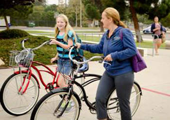 A Goleta Valley Junior High School student and her mother ride bikes to school. (COAST photo)