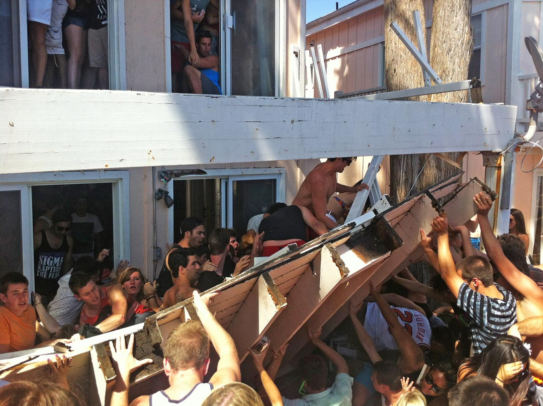 Five UCSB students have reached a $1.6 million settlement in a lawsuit filed over injuries suffered in the collapse of a balcony at a Del Playa Drive duplex during the 2013 Deltopia street party in Isla Vista.