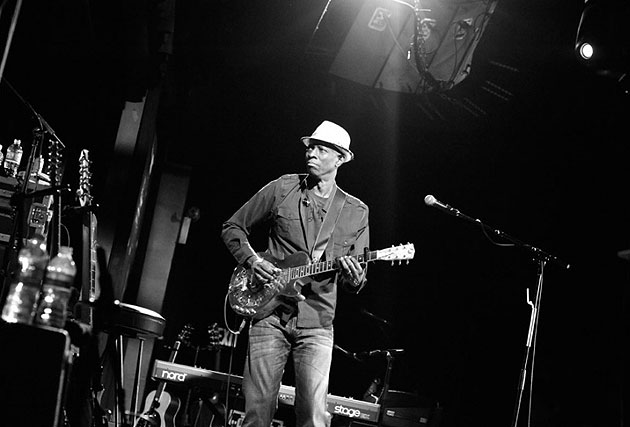 Keb' Mo' makes a return performance to the Lobero Theatre at 8 p.m. Tuesday.