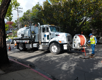 A crew with the City of Santa Barbara works on a sewage line Monday at Barranca and Lunetas streets. (Lara Cooper / Noozhawk photo)