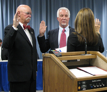 Goleta Councilmen Ed Easton, left, and Jim Farr take the oath of office Tuesday night. (Giana Magnoli / Noozhawk photo)