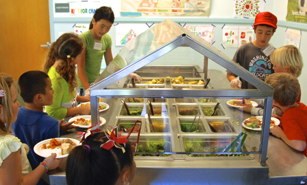 <p>Through the Orfalea Foundation&#8217;s School Food Initiative program, salad bar ambassadors at Washington Elementary School in Santa Barbara encourage fellow students to make healthy food choices.</p>