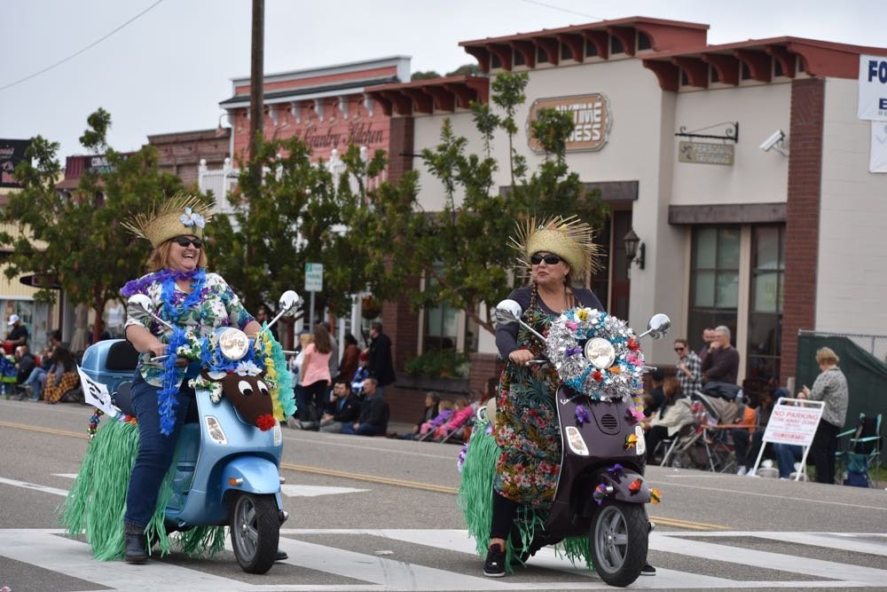 Members of the Mele Kalikimaka Motor Scooters club displayed their Hawaiian and holiday spirit.