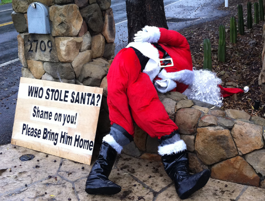 The homemade Santa Claus stolen from the front gate of Evelyn Jacob's Foothill Road home was returned Friday afternoon. The Santa Barbara resident put up a sign by her gate pleading for its return after Santa went missing Thursday morning.