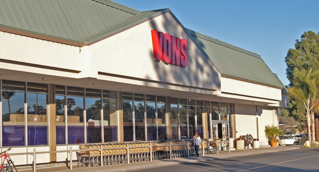 The Vons market at 163 S. Turnpike Road near Goleta is in the express checkout lane for a purchase by the Washington-based Haggen grocery chain. (Tom Bolton / Noozhawk photo)