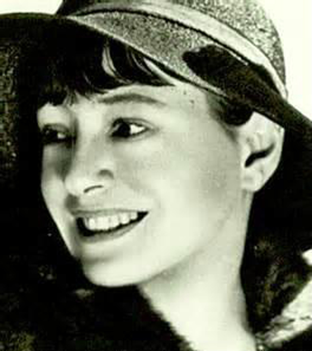Dorothy Parker was a member of the renowned Algonquin Round Table.