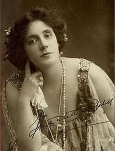 Actress Beatrice Stella Tanner, better known as Mrs. Patrick Campbell, commissioned Fauré's incidental music.