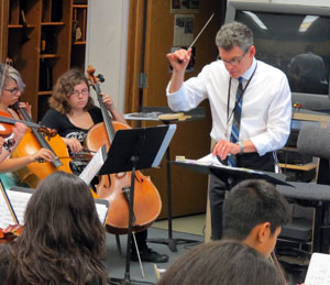 Dos Pueblos High School music teacher Les Rose says he follows three philosophies: attention to fundamentals, music class sequences and 'practice what you preach.' (Gina Potthoff / Noozhawk photo)