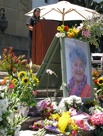 Gabriela Dodson, clinical services director at Hospice of Santa Barbara, speaks about her 16-year friendship with the late Gail Rink, whose portrait was surrounded by flowers from family and friends at her Sunday memorial.