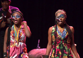 Iyabo Folashade Adeniran and Yetunde Sophia George Ademiluyi sang background vocals and wowed the audience with their dancing at the Seun Kuti & Egypt 80 show.