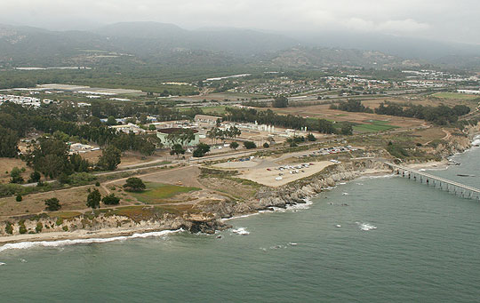 To tap oil deposits off the Carpinteria coastline, Venoco Inc. wants to install a 140-foot drilling rig at its Dump Road processing facility, center, for an extended-reach project that could mean millions of dollars of royalties for the city. A June 8 ballot measure aims to help make it happen.