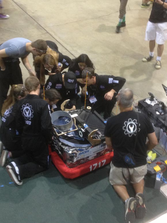 A couple of malfunctions in the Las Vegas tournament led to an intense field repair effort between matches in the finals.