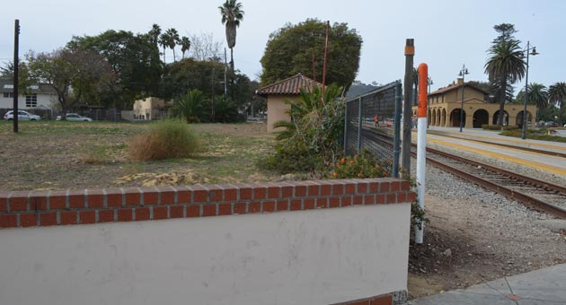The Santa Barbara Children's Museum will be built on this vacant lot at 125 State St., between the train station and Hotel Indigo. Museum executive director Sheila Cushman says the project is scheduled to break ground in June and open to the public in 2016. (Giana Magnoli / Noozhawk photo)