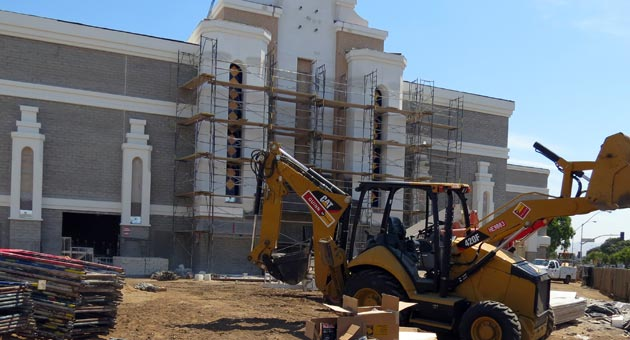 The 14-screen Regal Cinema is on schedule for a November opening as part of significant renovations at the Santa Maria Town Center. (Gina Potthoff / Noozhawk photo)