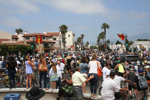 Cyclists and spectators jam the intersection of State Street and Cabrillo Boulevard before the start of the annual Fiesta Cruiser Ride to Isla Vista on Sunday. (Frankie Victoria / Noozhawk photo)