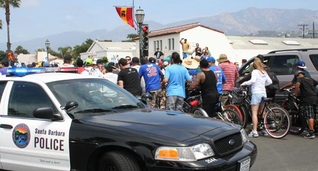 A show of force by Santa Barbara police backed up warnings to Fiesta Cruiser Ride participants that they were expected to obey traffic laws. (Frankie Victoria / Noozhawk photo)