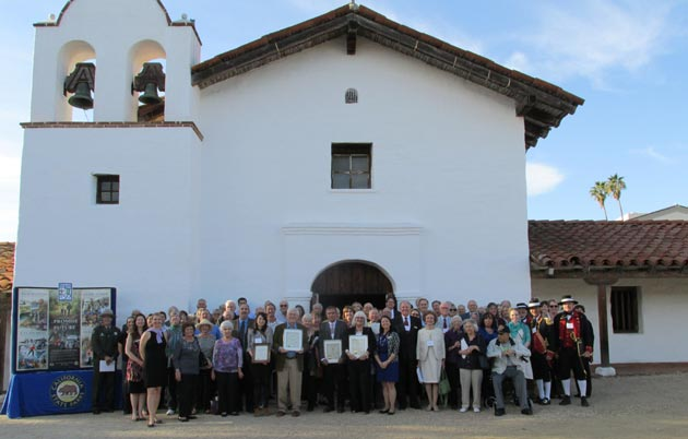 Santa Barbara Trust for Historic Preservation trustees, members and guests assemble for the organization's annual team photo. (Rochelle Rose / Noozhawk photo)