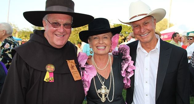 From left, Father Larry Gosselin, Jill Nida and Gary Simpson at Celebracion de Los Dignatarios. (Melissa Walker / Noozhawk photo)