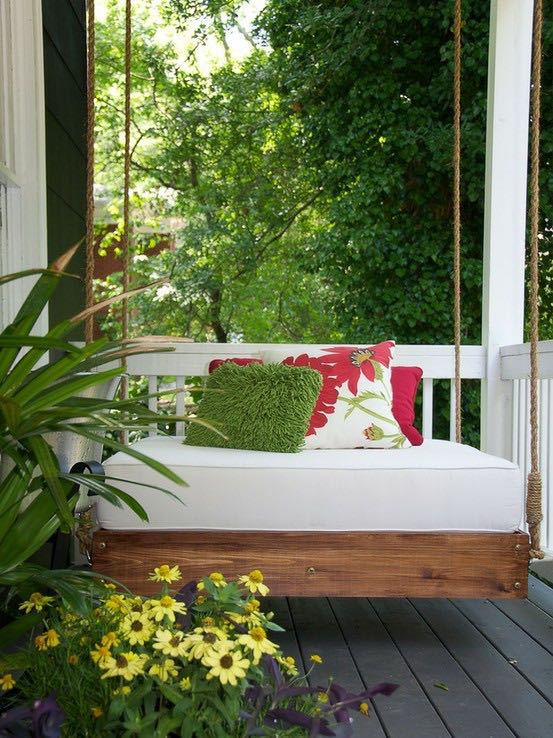 What garden getaway couldn't use a hanging bed? (digsdigs.com photo)