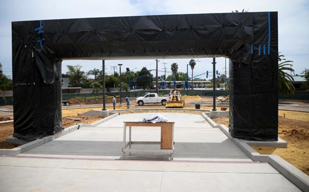A new gateway is under wraps at San Marcos High. (Lara Cooper / Noozhawk photo)