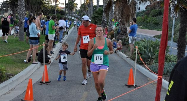 Run Santa Barbara's weekly Nite Moves is fun for the whole family. (Serena Doubleday / Noozhawk photo)