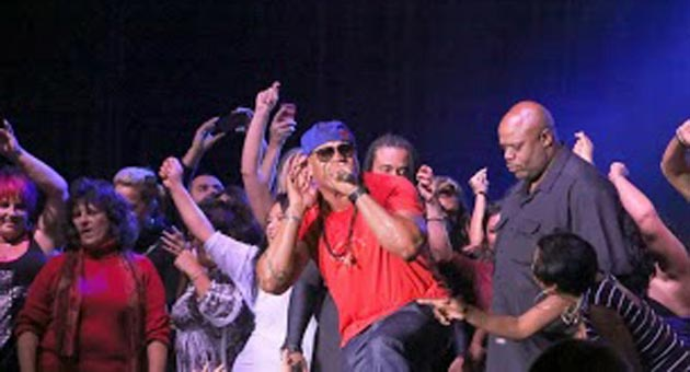 LL Cool J gets down with his fans on the stage of the Chumash Casino Resort on Saturday night. (L. Paul Mann photo)