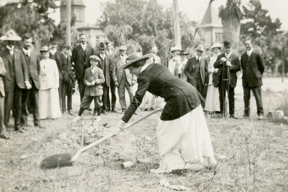 City Librarian Frances Burns Linn breaks ground on the Central Library at a ceremony on Sept. 25, 1916.
