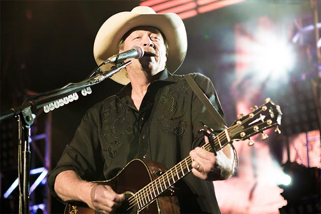 Country superstar Alan Jackson brought his classic country music sound to the Santa Barbara Bowl on Saturday, mixing up past hits with songs from his latest album, 'Thirty Miles West.'