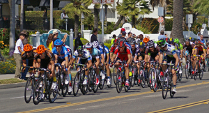 With just a few hundred meters to go, the peloton races down Cabrillo Boulevard in Santa Barbara at the end of Stage 4 of the Tour of California. (Tom Bolton / Noozhawk photo)