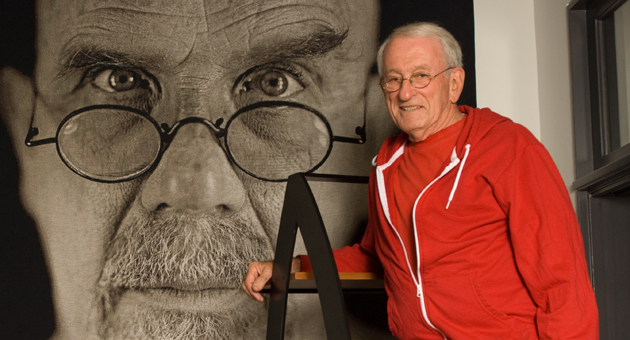 <p>Barry Berkus, who died Friday, stands next to a famous self portrait by artist Chuck Close, part of the late Santa Barbara architect&#8217;s impressive art collection.</p>