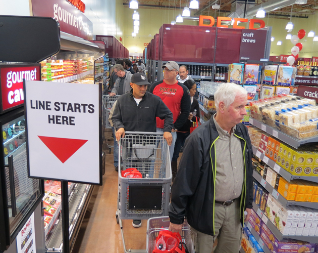 Shoppers jam the aisles at the new BevMo! store in Santa Maria. The store, the third in Santa Barbara County, held its grand opening Friday. (Gina Potthoff / Noozhawk photo)