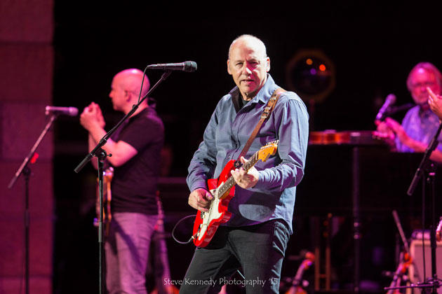 Mark Knopfler brought his seven-piece band to the Santa Barbara Bowl and unraveled a beautiful melody of tone and style