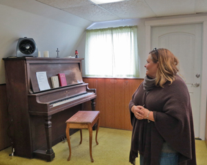 Orcutt Academy teacher Shauna Wilson found an old, working piano in an abandoned church across the street from her school in Casmalia. (Gina Potthoff / Noozhawk photo)
