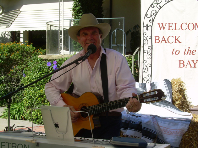 Entertainer Steve Woods played country!