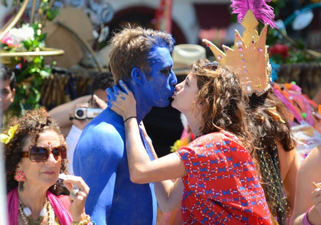 Performers exchange a kiss as the parade gets under way.