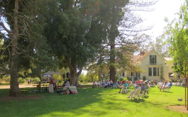 Under historic trees on a pleasant Sunday afternoon, Stow House guests enjoyed live music by the Honeysuckle Possums. (Rochelle Rose / Noozhawk photo)