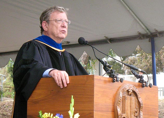 Author, TV journalist and part-time Summerland resident Jeff Greenfield was the guest speaker for Sunday afternoon's Humanities ceremony. (UCSB photo)