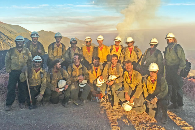 The Sherpa Fire was no picnic for the Dalton Hotshot Crew from Angeles National Forest, but they had enough juice left for a team photo from West Camino Cielo before heading back to fire camp after a very long day on the front lines June 18. (Tom Bolton / Noozhawk photo)