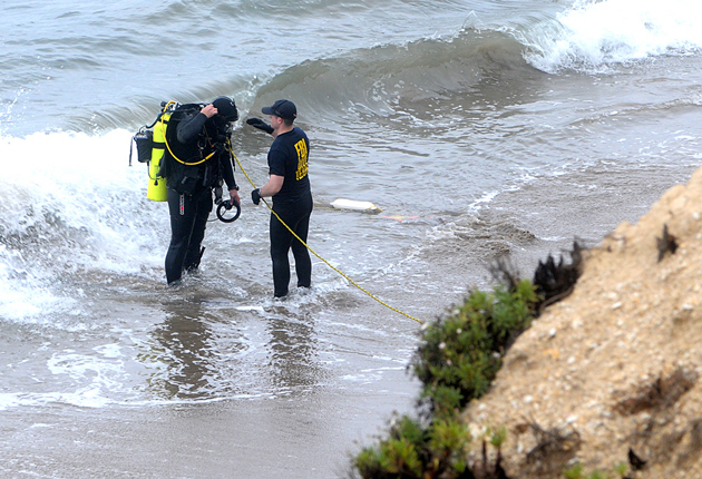 Divers prepare to search the water below Shoreline Park in Santa Barbara on Wednesday, as police continue to probe the death of Christopher Evan Marks, 60, whose body was found in the area Sept. 20. (Lara Cooper / Noozhawk photo)