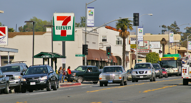 Hollister Avenue, above, is the heart of Old Town Goleta. City leaders voted 3-2 Tuesday to have an existing city committee study how to improve the area. (Tom Bolton / Noozhawk photo)
