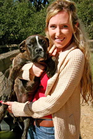 Old Yeller Ranch Rescue co-founder Amanda Parker snuggles with one of the pit bull puppies her nonprofit organization recently rescued from being euthanized. (Raiza Giorgi / Noozhawk photo)