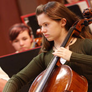 Cellist Rebecca Shasberger will play Elgar at Sunday's Santa Barbara Youth Symphony concert at the Lobero Theatre.