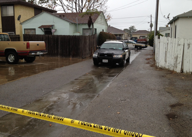 An alley is taped off by police after a body was found Wednesday in the 700 block of North Lincoln Street in Santa Maria. (Gina Potthoff / Noozhawk photo)