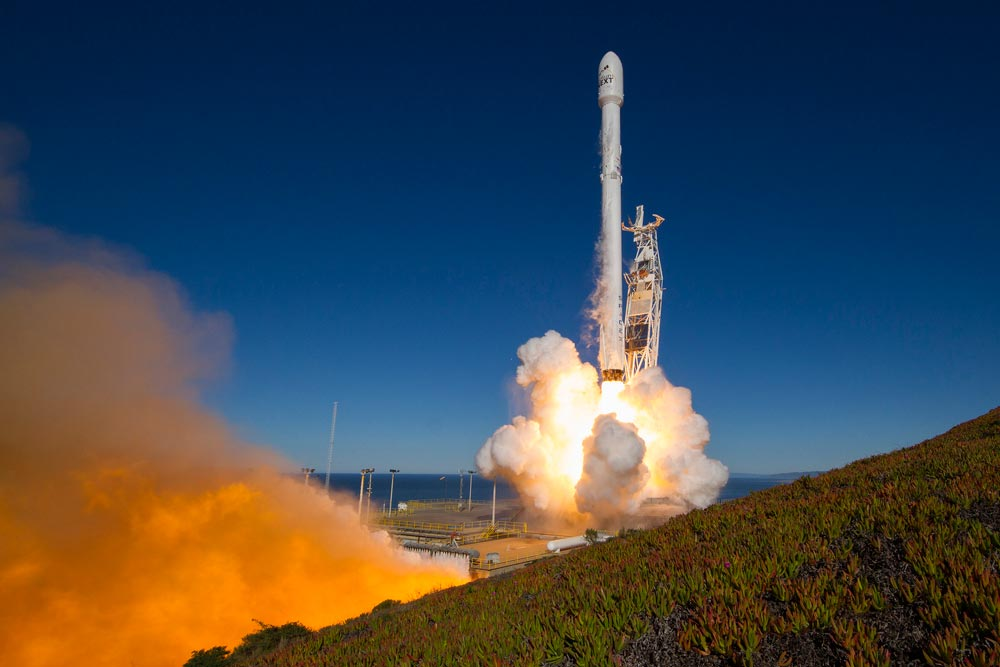 A Falcon 9 rocket blasts off from Space Launch Complex-4 at Vandenberg Air Force Base on Jan. 14. The rocket was carrying the first 10 Iridium Next satellites.