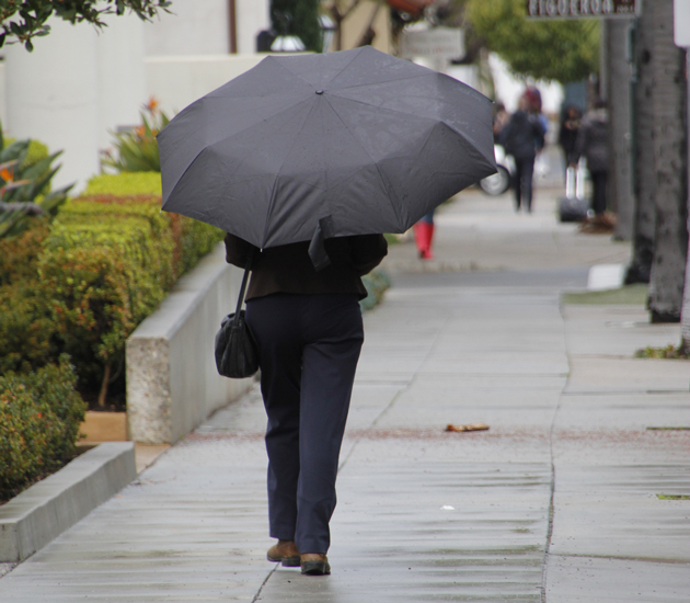 Umbrellas were ubiquitous Thursday throughout Santa Barbara County, and forecasters are calling for continued wet and chilly weather into the weekend. (Cassidy Flynn / Noozhawk photo)