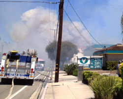 Smoke billows across Calle Real in Goleta from a vegetation fire that scorched the Valero gas station. (April Mace photo)